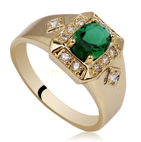 Позолоченное кольцо из серебра с изумрудом и бриллиантами